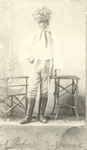 Poštorenský šohaj ve svátečním mužském kroji, 1900